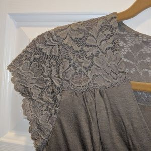 Banana Republic taupe car sleeve blouse w/ lace XS